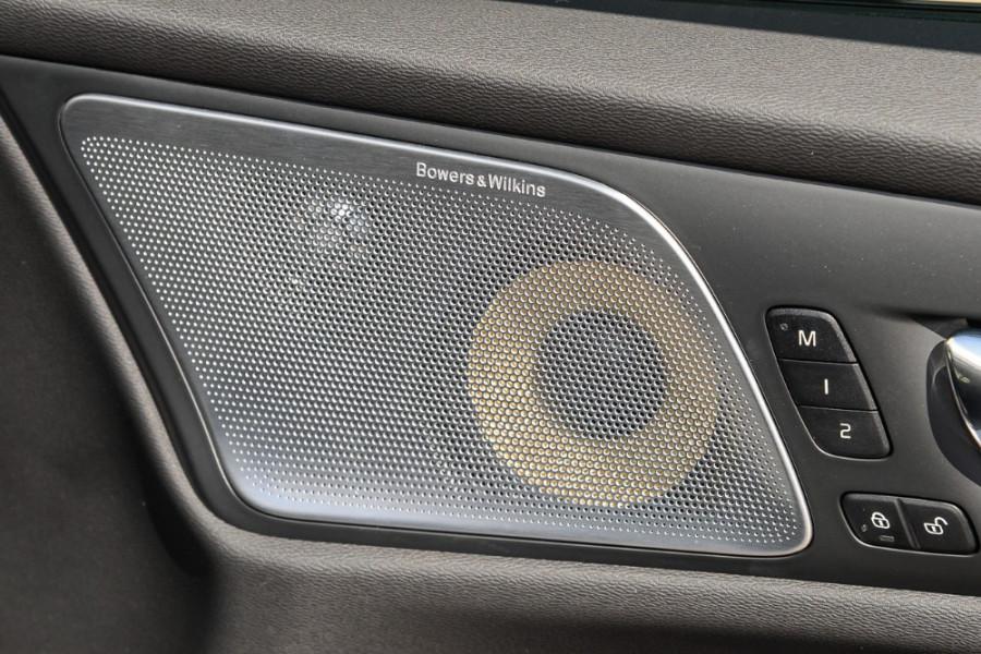 2019 MY20 Volvo S60 Z Series T8 R-Design Sedan Mobile Image 20