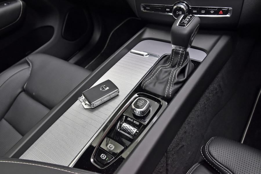 2020 Volvo XC60 UZ T6 R-Design Suv Mobile Image 17