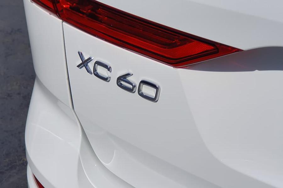 2020 Volvo XC60 UZ D4 Momentum Suv Mobile Image 13