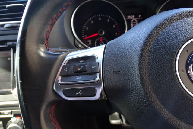 2010 Volkswagen Golf GTI 13 of 24