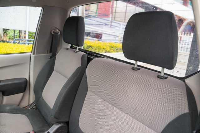 2011 Mitsubishi Triton MN MY11 GL Cab chassis Image 6