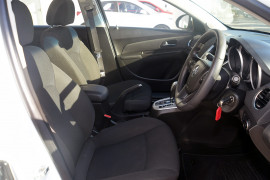 2014 Holden Cruze Vehicle Description. JH  II MY14 EQUIPE SED 4DR SA 6SP 1.8I Equipe Sedan