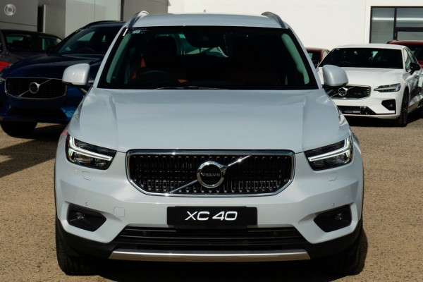 2021 Volvo XC40 XZ T4 Momentum Suv Image 2