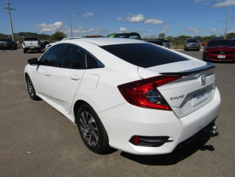 2019 Honda Civic 10TH GEN MY19 50 YEARS EDITION Sedan Image 5