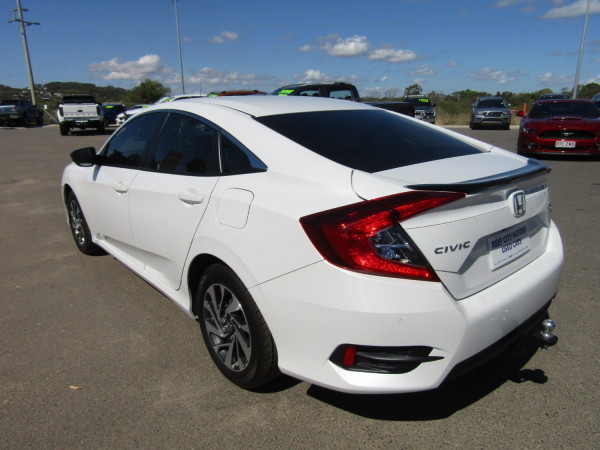 2019 Honda Civic 10TH GEN MY19 50 YEARS EDITION Sedan Image 5