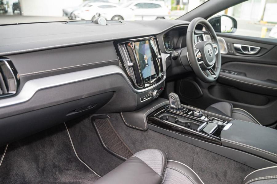 2020 Volvo S60 Z Series T8 R-Design Sedan Image 6