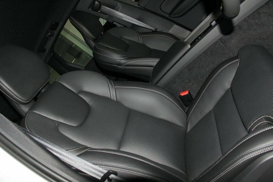 2018 Volvo XC60 UZ D5 R-Design Suv Mobile Image 9