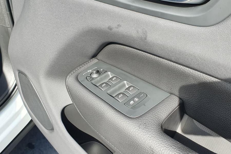 2020 Volvo XC60 UZ D4 Momentum Suv Mobile Image 16