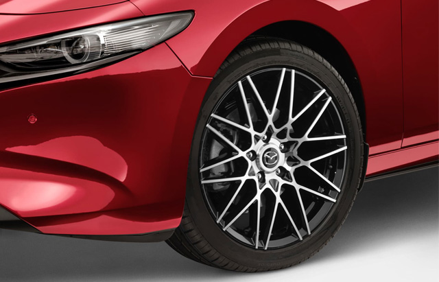 18-INCH SILVER ALLOY WHEEL