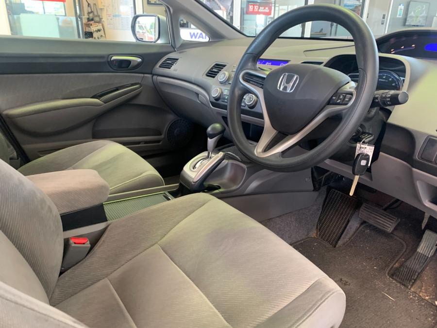 2010 Honda Civic 8th Gen  VTi Sedan Image 14