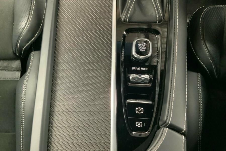 2018 MY19 Volvo XC90 256 MY19 D5 R-Design (AWD) Suv Mobile Image 16