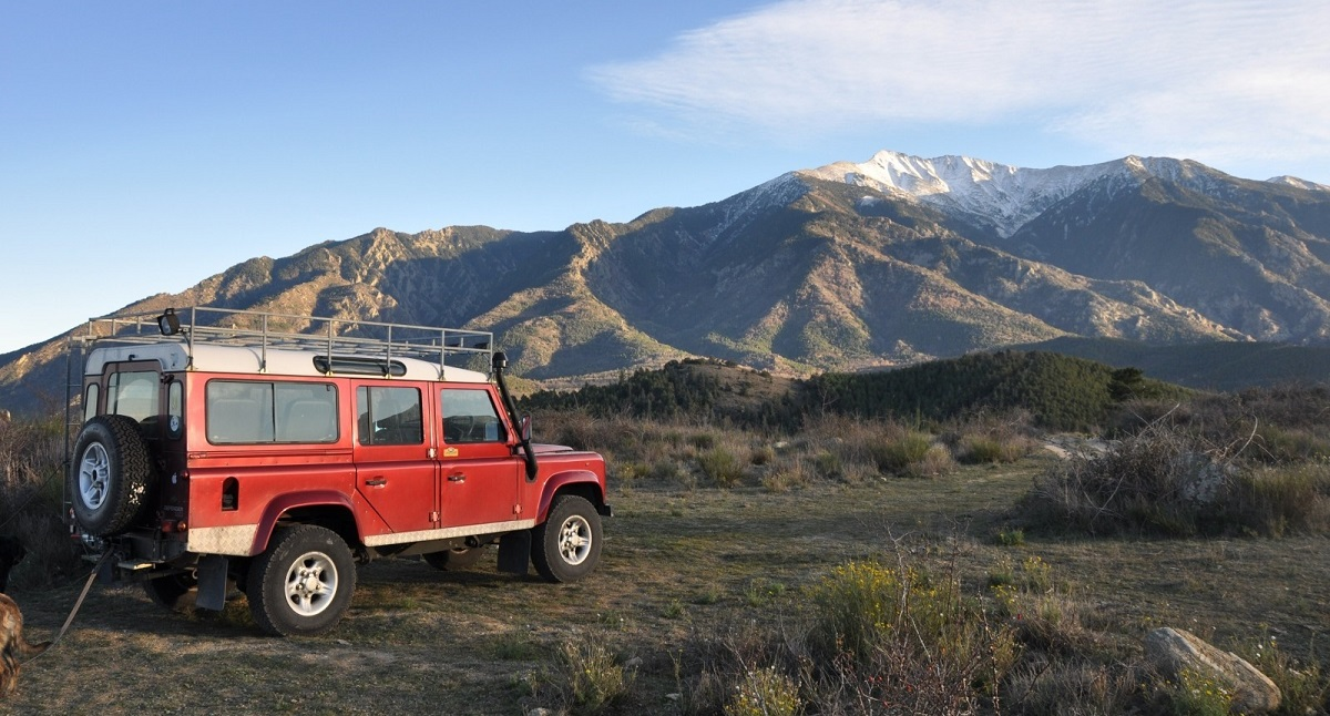 Land Rover Cars: A History