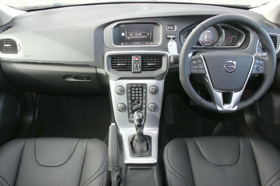2018 Volvo V40 M Series T4 Cross Country Pro Hatchback