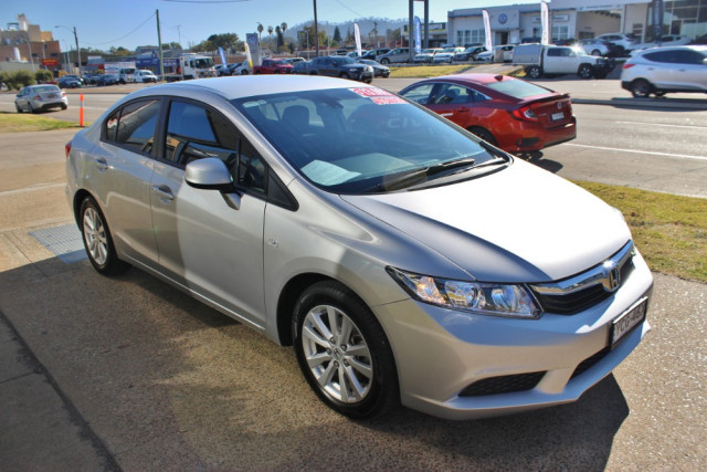 2013 Honda Civic 9th Gen Ser II  VTi-L Sedan Image 4