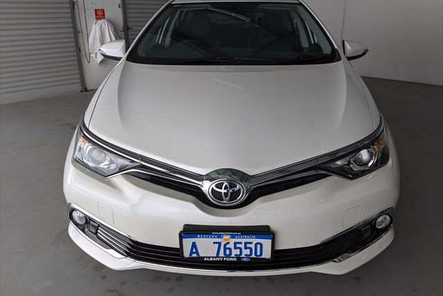 2017 Toyota Corolla ZRE182R Ascent Ascent Sport Hatchback Image 2