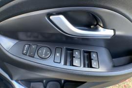 2017 MY18 Hyundai i30 PD Active Hatch Image 4