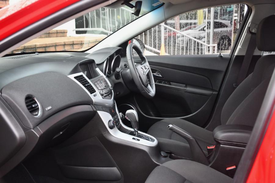 2014 Holden Cruze Vehicle Description. JH  II MY14 EQUIPE SED 4DR SA 6SP 1.8I Equipe Sedan Image 6