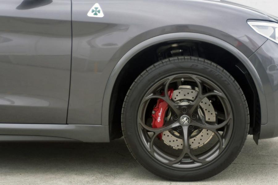 2018 MY19 Alfa Romeo Stelvio Quadrifoglio Quadrifoglio Wagon Mobile Image 4