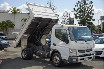 2013 Fuso Canter 715 Tipper Image 2