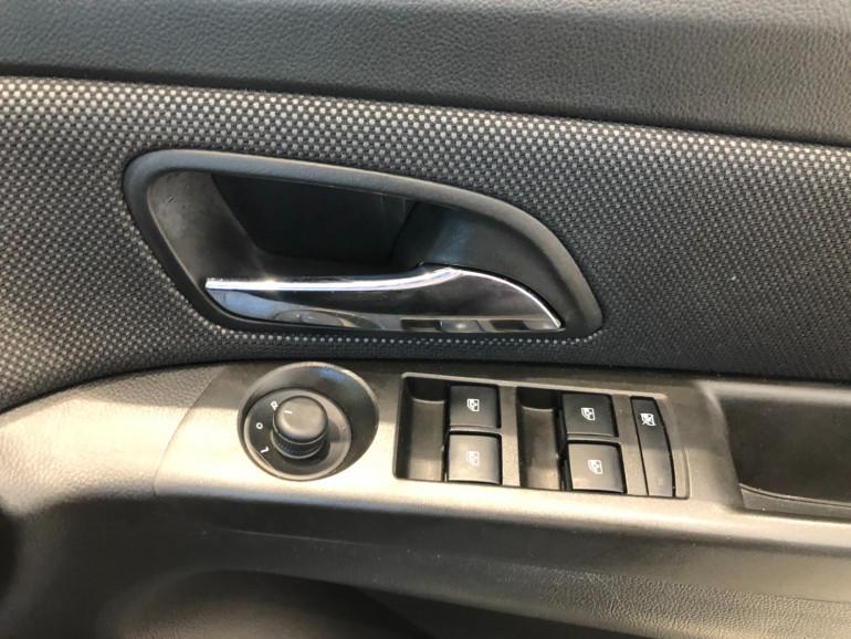 2013 Holden Cruze JH Series II Equipe Hatchback Image 9