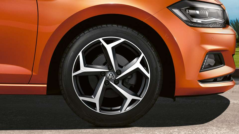 Bonneville alloy wheel Image