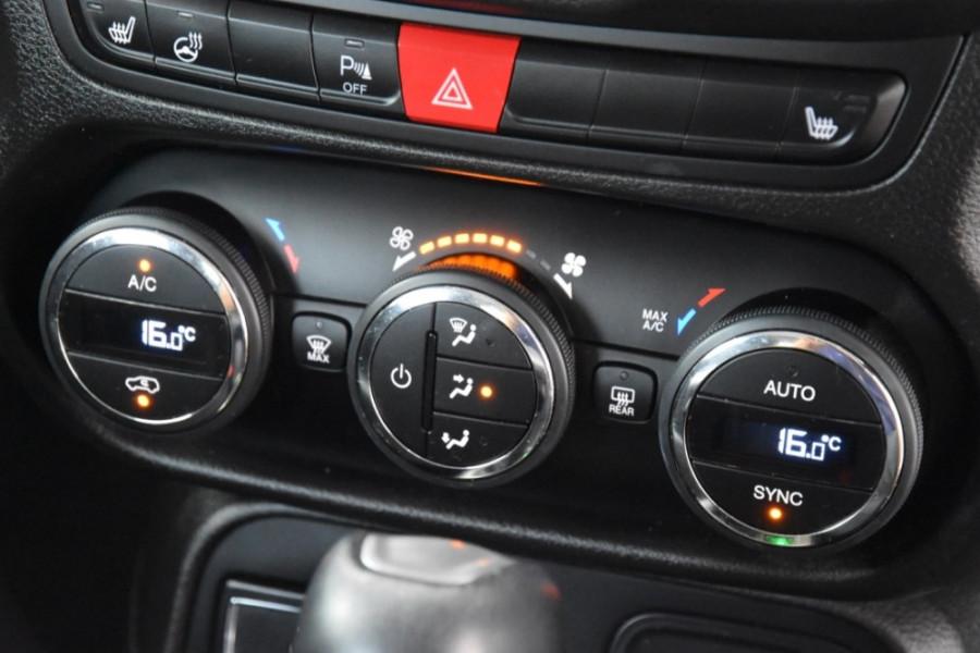 2015 Jeep Renegade BU Limited Hatchback Image 15