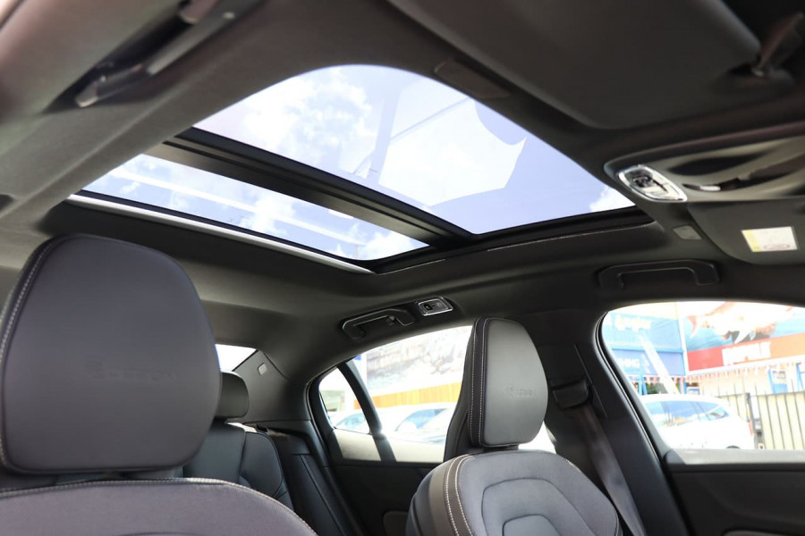 2020 Volvo S60 Z Series T5 R-Design Sedan Mobile Image 6