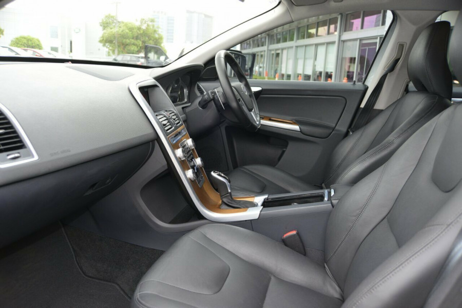 2015 Volvo XC60 LUXURY Suv Image 9