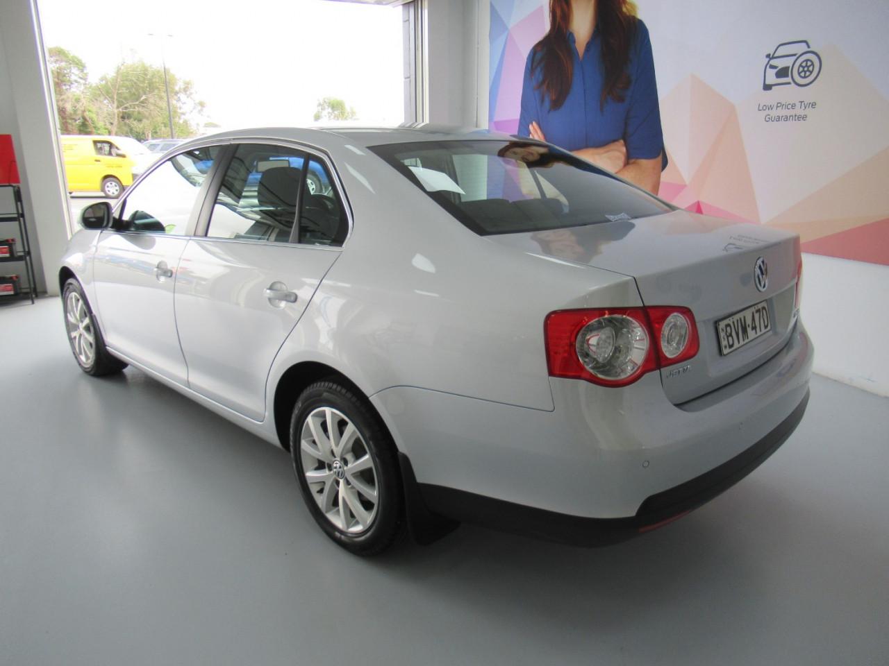 2010 Volkswagen Jetta 1KM MY10 103TDI Sedan Image 9