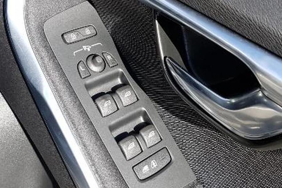 2016 MY17 Volvo V40 Cross Country M Series T4 Momentum Hatchback