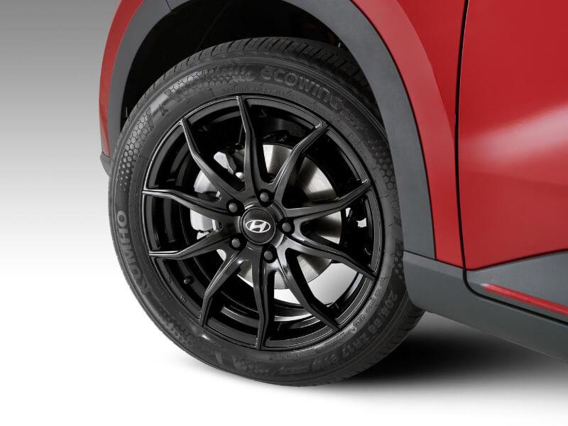 "<img src=""17"" Gunsan satin black alloy wheel."