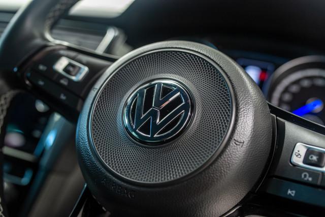 2017 MY18 Volkswagen Golf 7.5 R Grid Edition Hatch Image 37