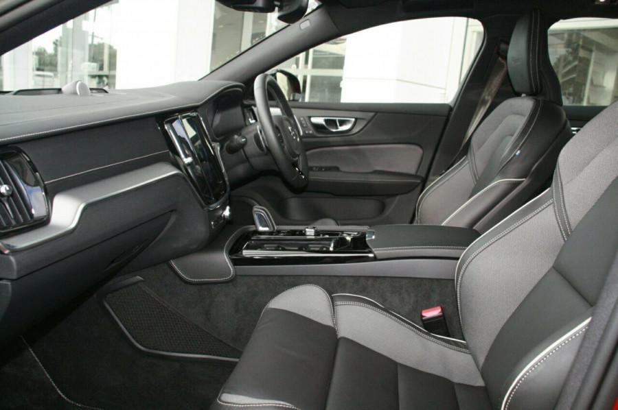 2019 Volvo S60 T8 R-DESIGN Wagon Image 9