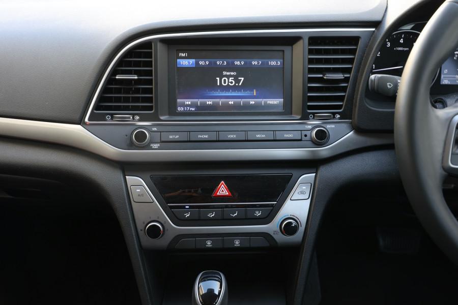 2018 Hyundai Elantra AD Trophy Sedan Image 12