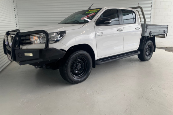 2015 Toyota HiLux GUN126R SR Cab chassis Image 4