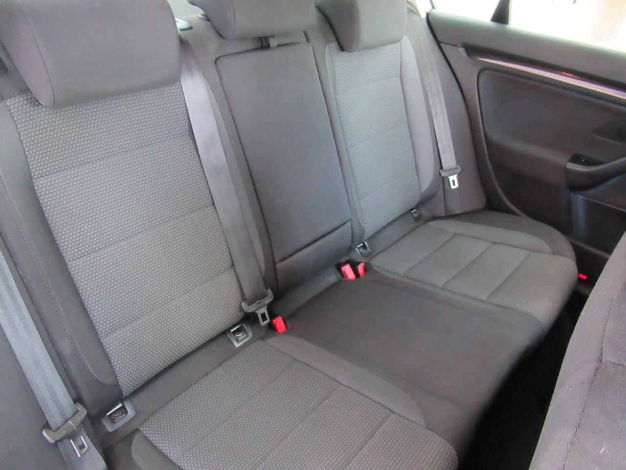 2010 Volkswagen Jetta 1KM MY10 103TDI Sedan Image 20