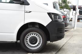 2019 Volkswagen Transporter T6 SWB Crewvan Van Image 5