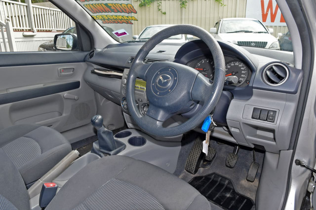 2004 Mazda 2 DY Series 1 Neo Hatchback Image 6