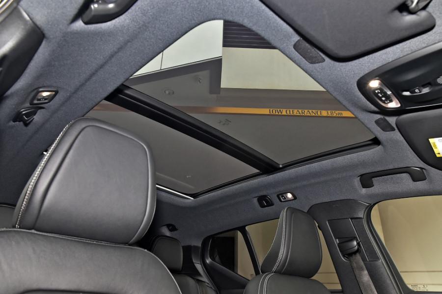 2020 Volvo XC40 XZ T5 R-Design Suv Mobile Image 14