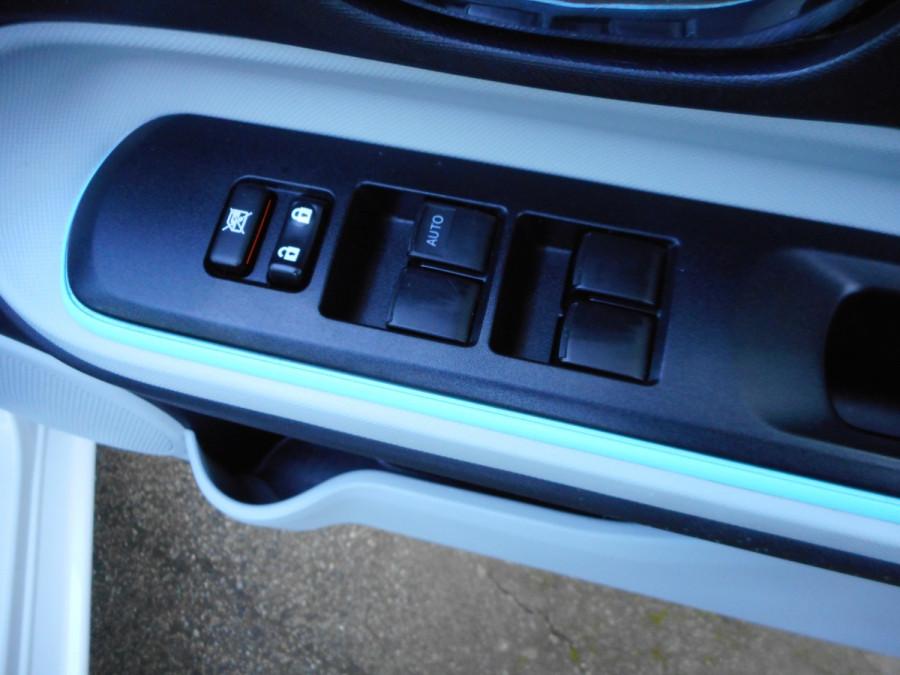 2013 MY12 Toyota Prius Image 16