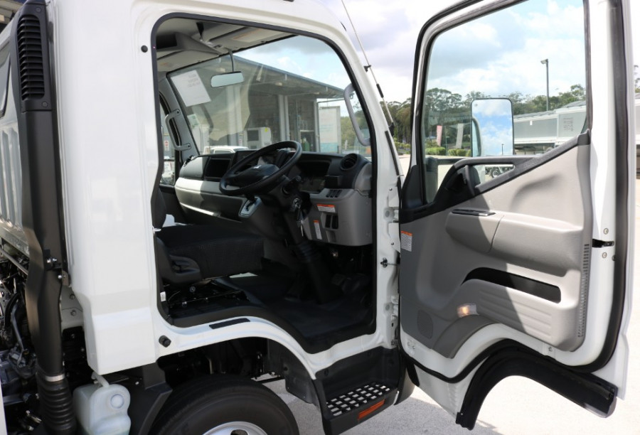 2018 Fuso Canter 515 AUTO DELIVERY TRUCK PANTECH WITH TAILGATE 515 WIDE CAB Pantech