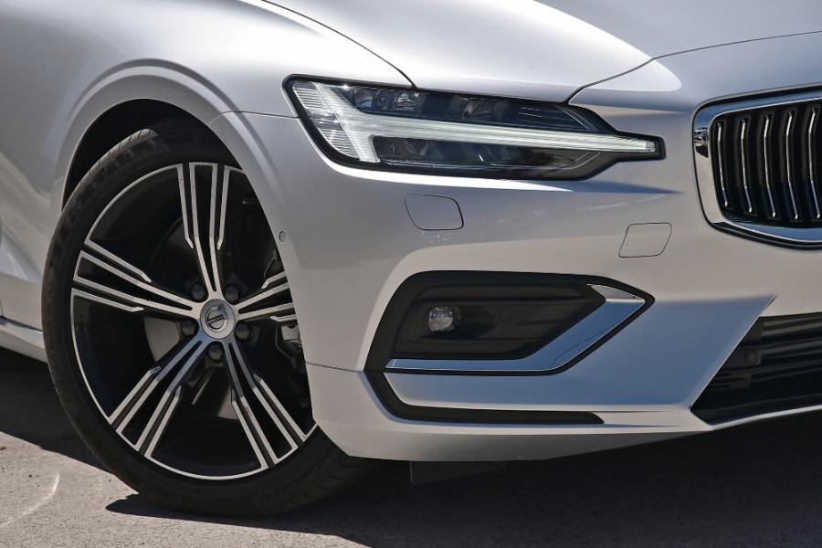 2020 Volvo S60 Z Series T5 Inscription Sedan Mobile Image 6