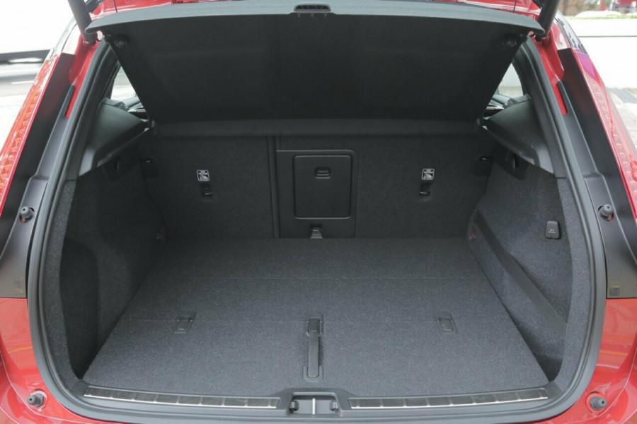2019 Volvo XC40 T5 R-Design (AWD) Suv Mobile Image 18