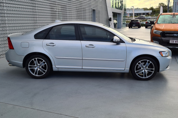 2012 Volvo S40 Vehicle Description. M  MY12 T5 Lifestyle SED GEAR 5sp 2.5T T5 Sedan Image 4