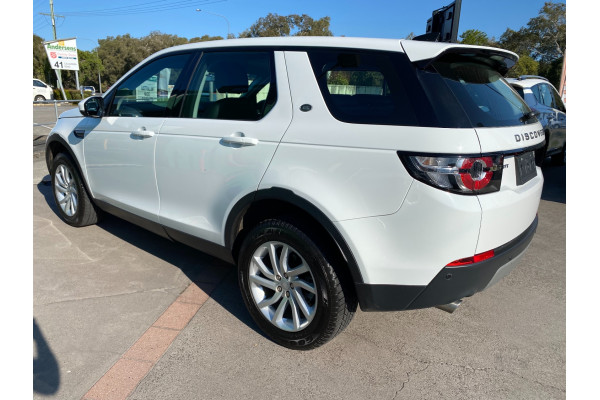 2017 Land Rover Discovery Sport L550  TD4 180 SE Suv Image 4