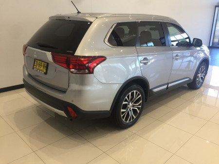 2016 Mitsubishi Outlander ZK LS Awd wagon Image 4