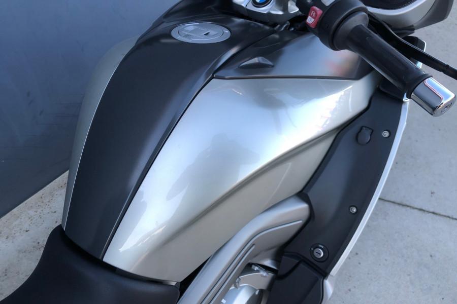 2011 BMW K1600 GTL Motorcycle Image 23