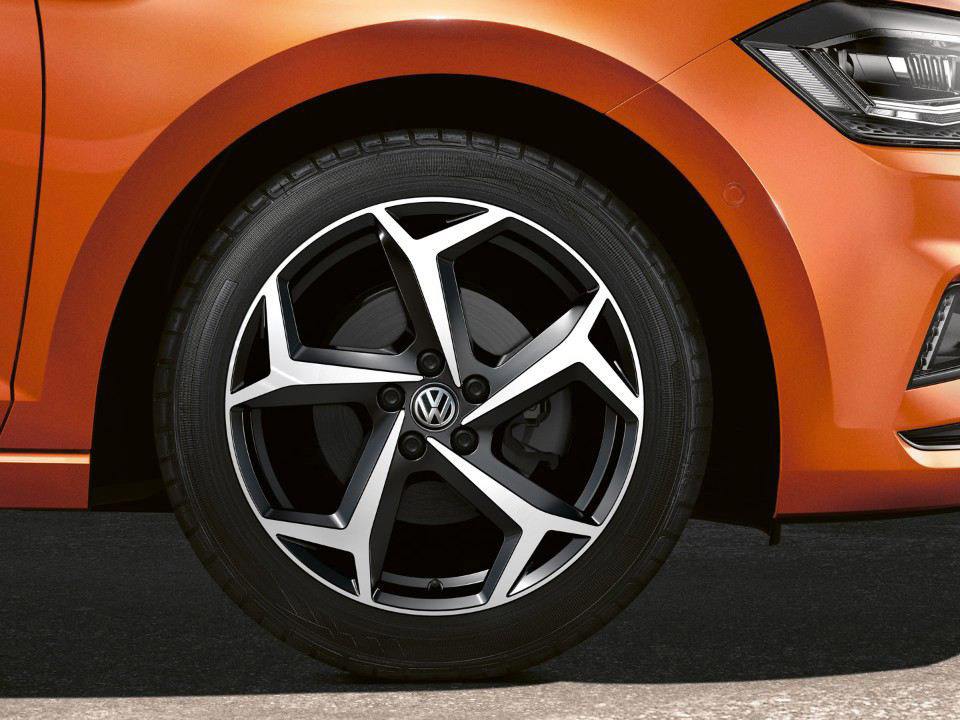 <strong>18-inch Brescia</strong> alloy wheels Image