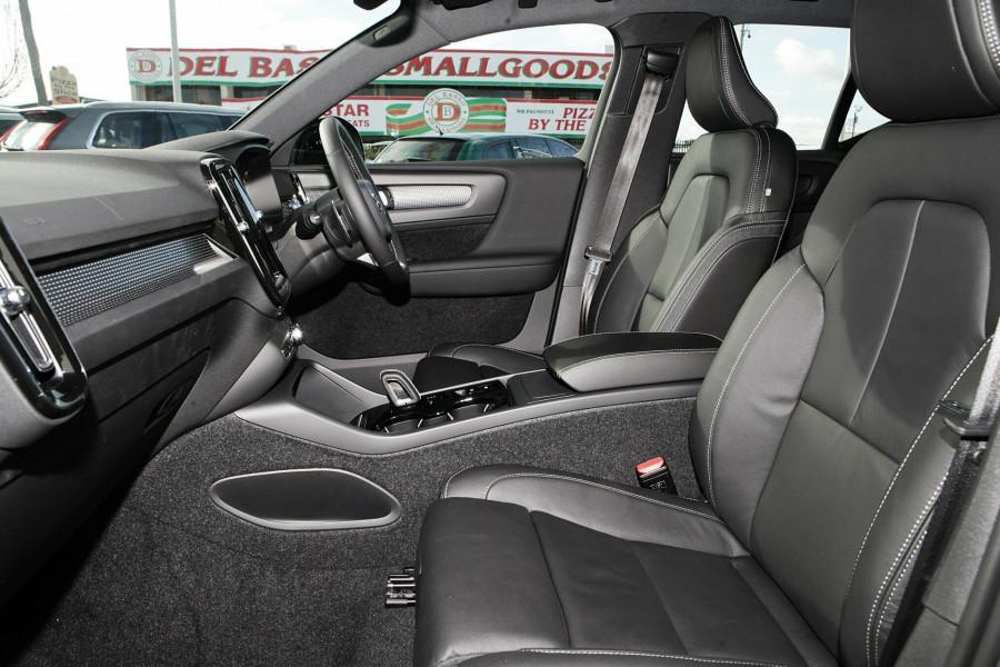 2019 Volvo XC40 T5 R-Design Suv Mobile Image 9