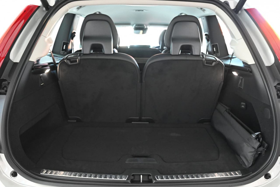 2020 MYon Volvo XC90 L Series D5 Momentum Suv Image 8